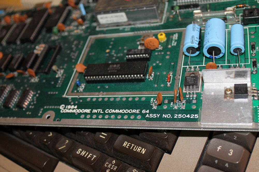 Placa base Commodore 64 – 1984