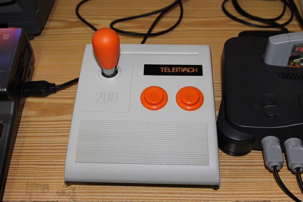 Un joystick Telemach 200