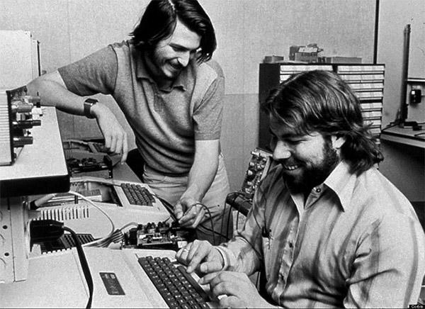 El Apple II, creado por Wozniak y vendido por Jobs desde a finales de los 70, seguiría produciéndose hasta el comienzo de los 90