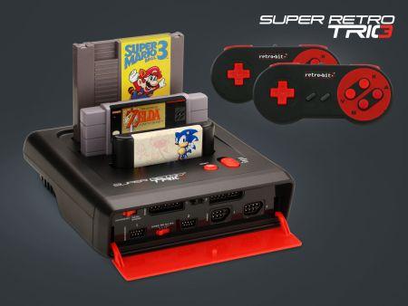 La Super Retro Trio utiliza cartuchos originales de NES, SuperNES y Megadrive, así como sus mandos originales y además trae dos mandos inalámbricos. Lástima que la emulación de las máquinas no sea perfecta.